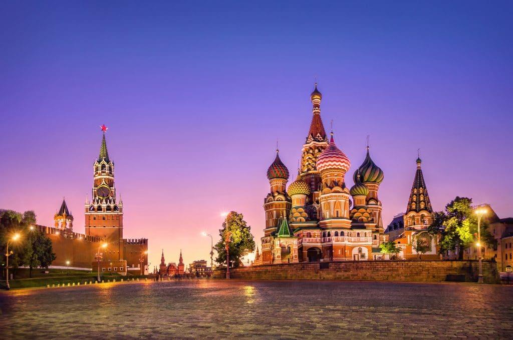 Ekim Devrimi'nin Yıldönümünde St Petersburg – Moskova
